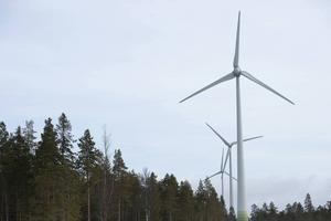30 meter högre men samtidigt 15 vindkraftverk färre, så ser de nya planerna ut.