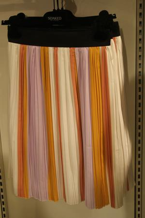 Plisserad kjol av märket Soaked.