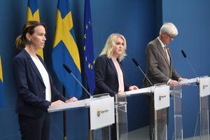 Socialstyrelsens generaldirektör Olivia Wigzell, socialminister Lena Hallengren (S) och Folkhälsomyndighetens generaldirektör Johan Carlson vid en tidigare pressträff med anledning av coronaviruset.