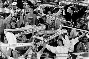 Oroligheter i samband med en cupmatch mot Austria Wien 189 hade gjort att Ajax var avstängda från att spela på hemmaarenan De Meer i Amsterdam. Därför tvingades tiotusentals supportrar resa till Düsseldorf för att se matchen.