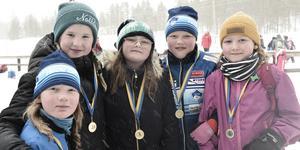 Vinnare. Nina Wettervik, Nellie Nordström, Meja Johansson, Natalie Rolen och Sannie Karlsson från Sonfjälsskolan har just alla fått medalj.