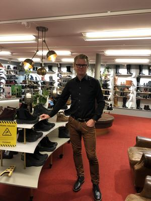 Att handla i små butiker i mindre städer är långt ifrån farligt vad gäller smittspridning, menar skohandlaren Fredrik Leiner som har butiker i Eksjö och Jönköping. Foto: privat