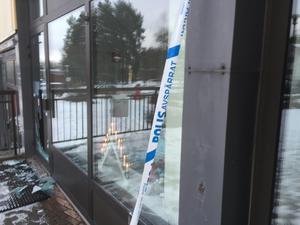 Inbrottet upptäcktes vid halv åtta-tiden på måndagsmorgonen.