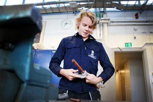 – Det är bra betalt och finns mycket jobb, säger Rasmus Björk om varför han vill jobba som kyltekniker.