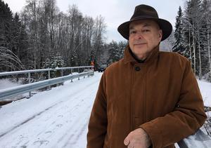Per Sundström har, tillsammans med Paul Wurk och Kjell Wikström i vägsamfällighetens styrelse, ägnat många många timmar åt broprojektet.