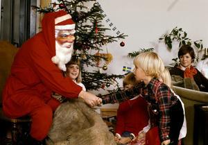 När andra i lugn och ro firar jul med klappar, tomte och gran finns det många som arbetar. Vad är en timme värd under en storhelg, undrar Sara Sjödin som är  avdelningsordförande för Kommunal Mellersta Norrland. Foto: Jan Collsiöö