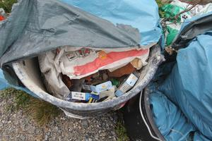 Resterna från en renovering? Byggsopor i både större och mindre format dumpas i naturen.