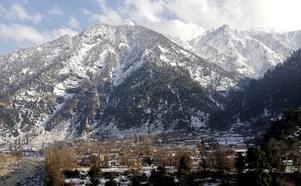 Det är ett vackert bergslandskap i Kashmir, men just nu är det för farligt för utländska turister att besöka området. Foto: TT