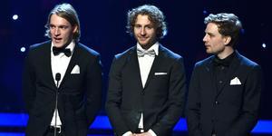 Tre av de fyra skidskyttarna på plats i Globen för att motta priset för årets lag vid Idrottsgalan.