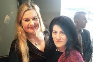Anna Gullberg tillsammans med Sara Mohammad, grundare av Glöm aldrig Pela och Fadime, GAPF.