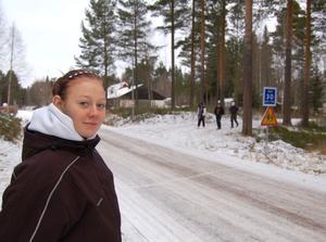 - Plötsligt var en stor varg bara tre meter från mig, berättar Karolina Olsson om en otrevlig händelse hon råkade ut för på onsdagskvällen.