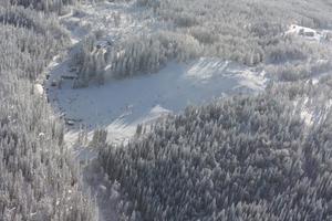 Storstenshöjdens norra backar sedda från ovan. Bilden togs från ett flygplan klockan 12.15 på söndagen.