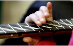 Alla instrument är förstämda och är medtagna av FolkUngar. Foto: Johnny Fredborg