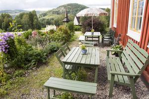 Under sommaren har besökarna till trädgårdskaféet strömmat till.