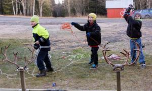 Rasmus Bertilsson, Landön, Viktor Ragnarsson, Ekeberg, och Tommy Engelin Mattiasson, Änge, lärde sig att kasta lasso.