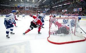 Leksandsbacken Kevin Kapstad rakar in 0–1 till Leksand. Foto: Lars Dafgård/DT