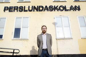 """Patrik Fliesberg är lärare på Perslundaskolan. Han är glad över att politikerna aviserat att man ska satsa på skolan och lärarnas löner i den kommande budgeten. """"Men de 250 000 kronorna man pratar om blir en hundring extra för oss lärare och det är inte tillräckligt"""", säger han."""