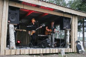 Coverbandet Ågrenz stod för musiken.