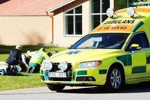Vid lunchtid inträffade en kollision mellan en bil och en moped i Ytterhogdal.