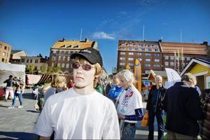 Thomas Larsson är förstagångsväljare och bor i Oviksbygden. Än har han inte bestämt sig för var han ska lägga sin röst.