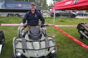 Patrik Nilsson visade upp de senaste fyrhjulingarna för skogsbruk.