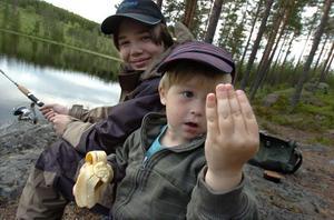 Såhär gammal är jag, nästan 4 år! Birk Hansers Rutäng på fisketur med Robin Ljung.