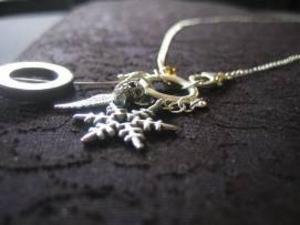 Halsband av We Me by Emma.Foto: Pressbild