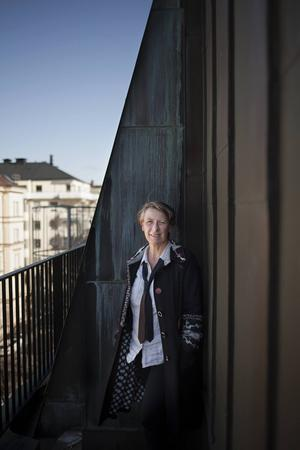 Tre kvinnors liv vävs samman i Lotta Lundbergs