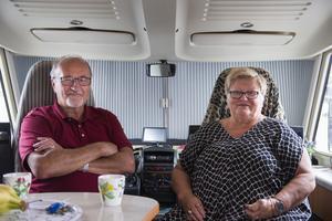 Leila Backelund med maken Rune Backelund passar på att stanna på Birsta för att gå i affärer.