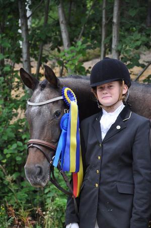 Pernilla Hägglund och Mr Snowflake tog en säker seger i Hälsingecupen i dressyr, kategori D, efter att ha vunnit samtliga fyra deltävlingar.