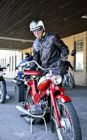 Nostalgi. Djupt intresse och en hel del nostalgi. Per-Olov Tångring är en av många som gillar mopeder med några år på nacken.