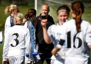 Frösöns tränare Henrik Lundqvist pushade sina spelare att jobba stenhårt över 90 minuter.