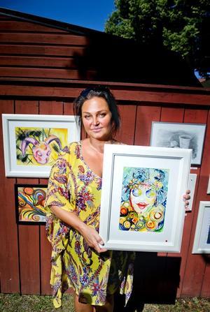 Självporträtt? – Jag vet inte om det är ett självporträtt. Kanske. Charlotte Wiktorsdotter var en av 15 konstnärer som under helgen ställde ut sina verk i Wadköping.