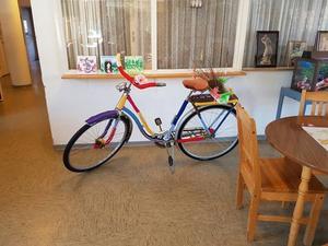 Bland annat har en cykel fått nu design med stickade detaljer.