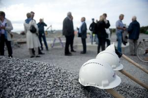 Efter att spadtaget klarats av väntar runt ett års arbete innan invigning.