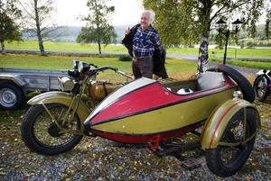Kenneth Helin och hans tjusiga sidovagn är rustade för årets sommarresa.