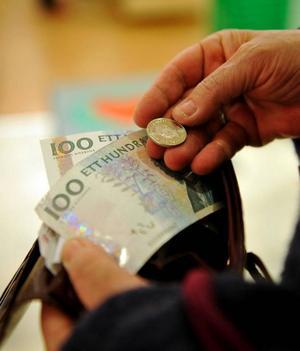 Mer konsumtion med mindre i plånboken, är det den slutsatsen man ska dra av Socialdemokraternas föreslagna skattehöjningar?