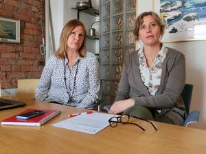 – Posten har beslutat att de inte ska leverera på lördagar från årsskiftet, säger Elin Lemnert, till vänster, privatmarknadsansvarig på Mittmedia Östersund här tillsammans med LT:s chefredaktör Viktoria Winberg.