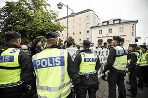 Nordiska motståndsrörelsen försökte störa Pridetåget i Falun 2017. Nu vill över 40 amerikanska kongresspolitiker terrorstämpla organisationen.