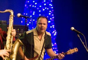 Jocke Arnell släpper loss under julkonserten.