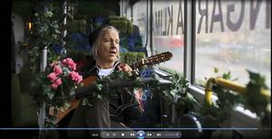 Från och med i dag video-bloggar artisten Stefan Sundström på arbetarbladet.se.