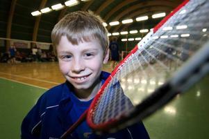 Löfte. William Thorsell, Borlänge BTK, är en hejare på att svinga sin badmintonracket. I helgens Borlänge Open flöt spelet förträffligt och innan turneringen var över kunde spelens lillkung räkna in tre titelsegrar.