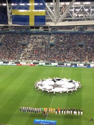 Juventus Stadium, tisdag 16/9: En timme kvar till avspark i säsongens första Champions League-match. Glenn Strömberg och jag gör det vi alltid gör – snackar startelvor, förutsättningar, känner på gräset, kollar på värmningen.