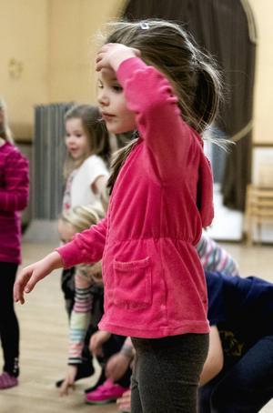 Melissa Dellhem tycker att dansa är roligt.