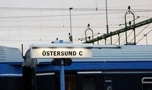 Enligt uppgifter till Aftonbladet kommer sammanlagt 350 SJ-anställda att få gå.