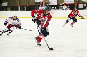 Dennis Nordin, fostrad i Järvsö hockey, snittar över en poäng per match i Örnsköldsvik HF.