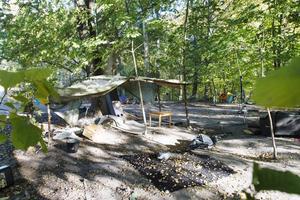 EU-migrantlägret i norra Gävle där bärplockare bodde i somras. Här, innan det städades upp.