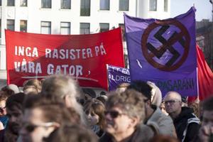 Vi har nazister på våra gator som nu lämnat flygbladsutdelandet och megafonskrålandet, och går till handgripligt våld mot människor som utnyttjar demonstrationsfriheten. Såväl i Kärrtorp, som på Möllevångstorget. Omkring  1 000 personer deltog i söndags i en manifestation på Möllevångstorget.
