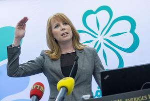 Centerpartiet och Annie Lööf håller fast vid linjen att underlätta invandring.