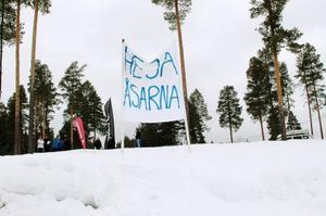 Längdåkarna från Åsarna IK fick stort stöd på hemmaplan.